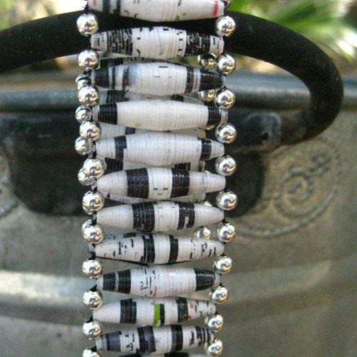 Black and white paper bead tubes (aubreysbeads.com)