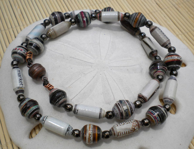 Paper bead's necklace fit for dad