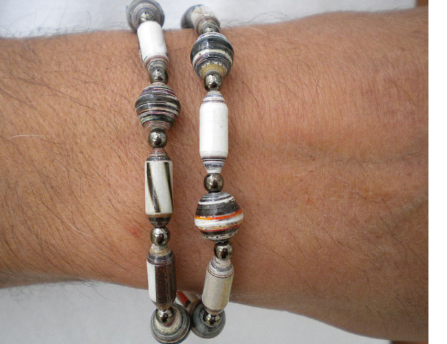 It can also be worn as a bracelet
